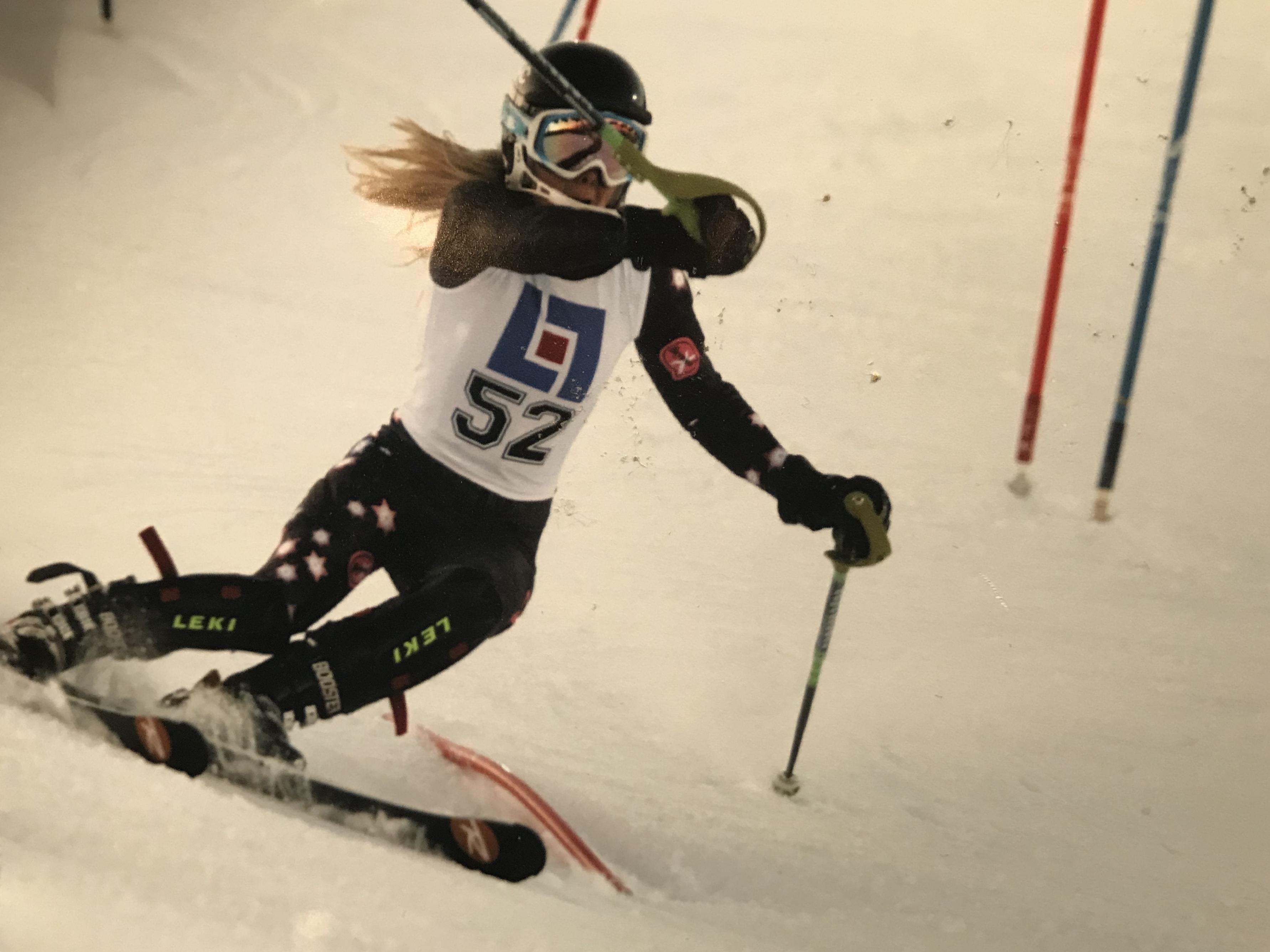 Agnes kör FIS-slalom